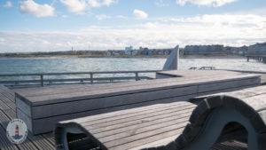 Liegebänke auf der Seebrücke Heiligenhafen