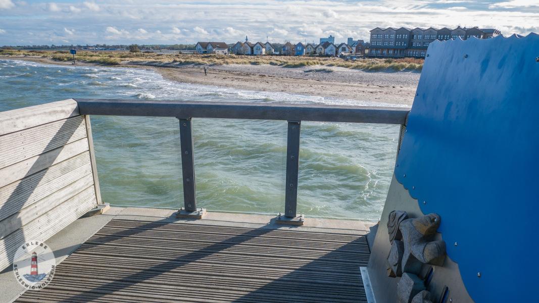 Aussicht auf der Seebrücke Heiligenhafen nach Graswarder