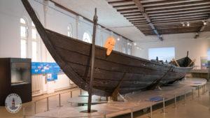 Nydamboot in der Nydam-Halle im Schloss Gottorf