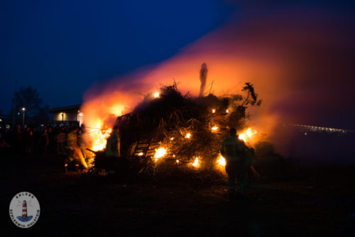 Biike brennen in Tönning an der Nordsee