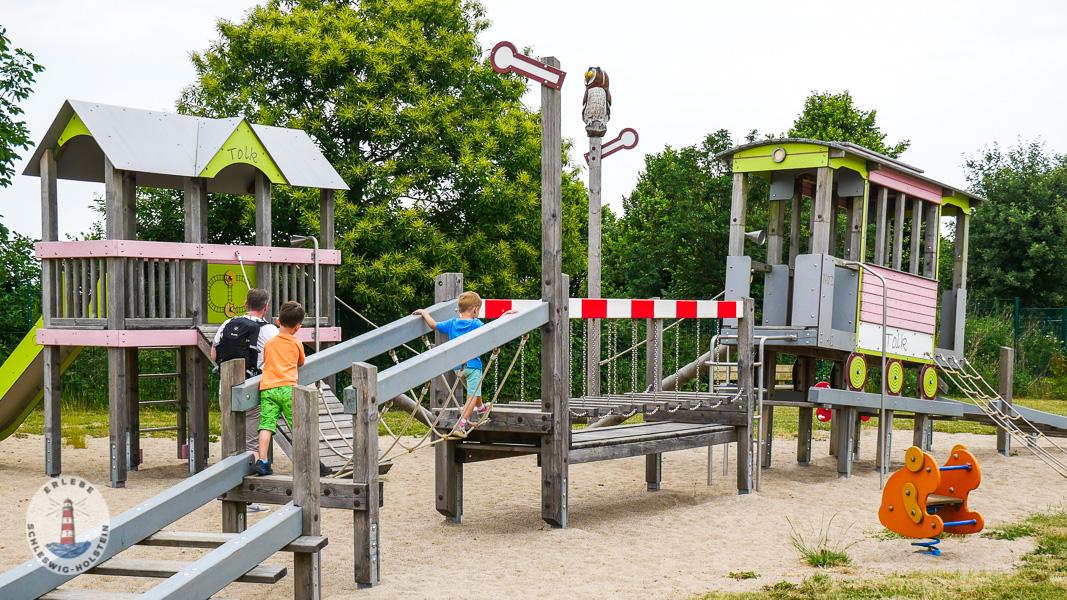 Eisenbahn Spielplatz im Freizeitpark Tolk-Schau
