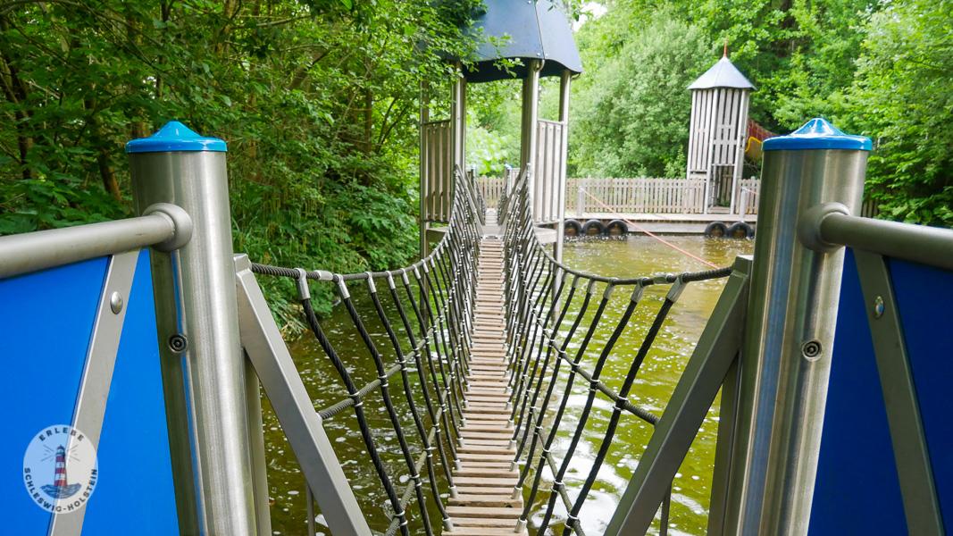 Wackelbrücke im Freizeitpark Tolk-Schau